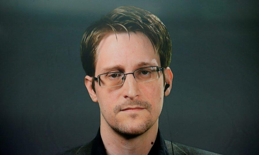 Nu, Trump nu ar trebui să-l grațieze pe Edward Snowden, este o rușine națională
