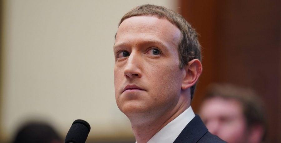 CEO-ul Facebook, Zuckerberg, surprins exprimându-și îngrijorarea cu privire la vaccinul COVID-19