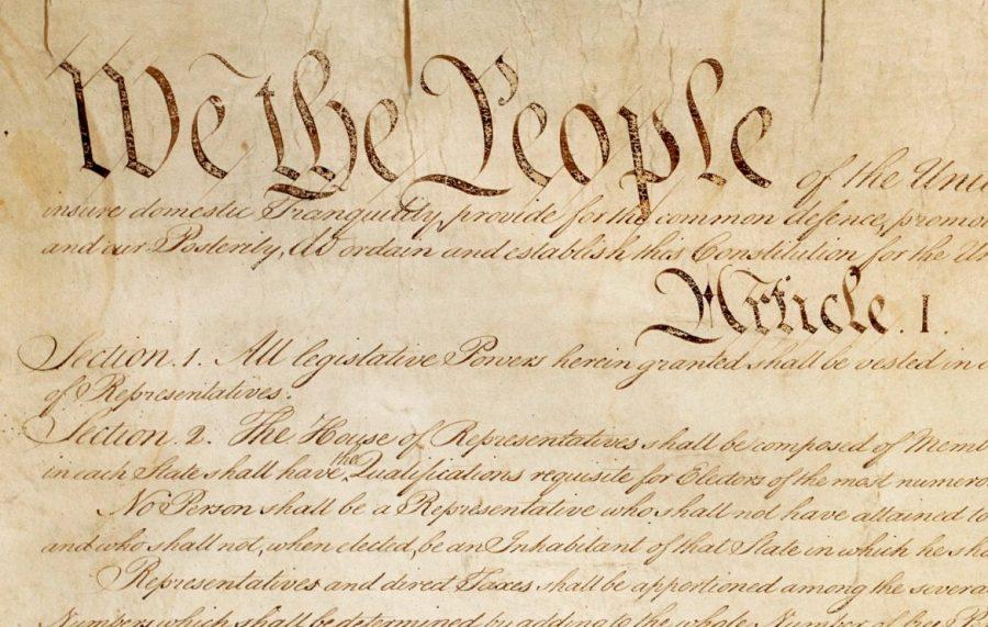 """3 motive pentru care nu există noțiunea de Constituție """"laică"""""""