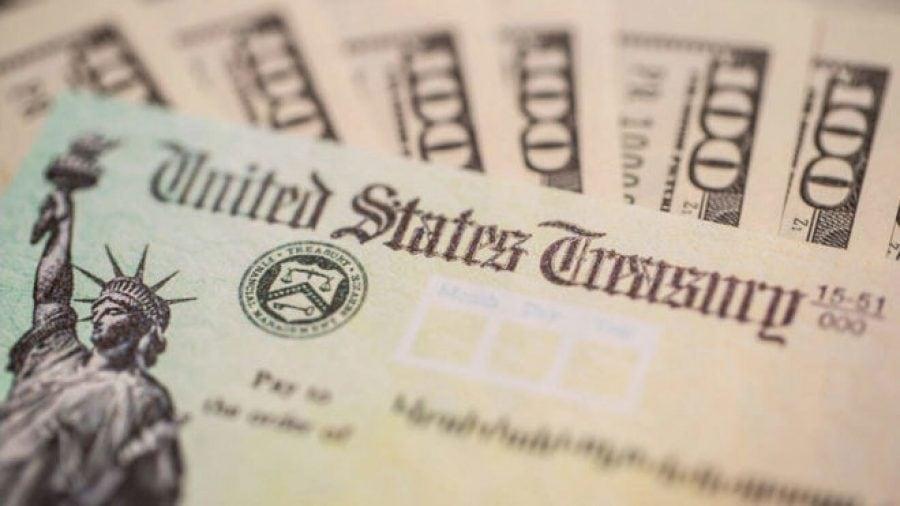 IRS începe să proceseze cecurile de 1400$ destinate americanilor ca ajutor COVID. Cine este eligibil?