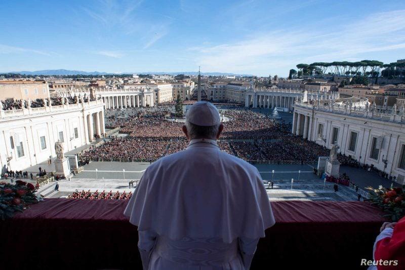 Vatican: Uniunile între persoanele de acelaşi sex nu pot primi binecuvântarea Bisericii Catolice