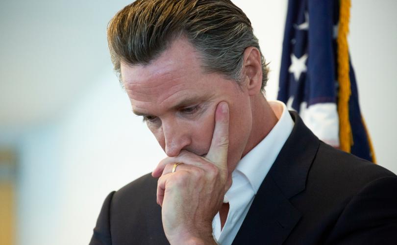 California: Guvernatorul Newsom elimină interdicția de a cânta în biserici