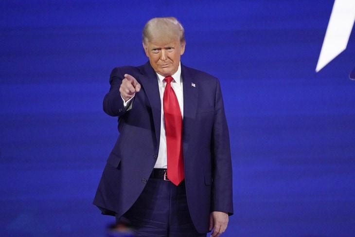 """Trump câștigă procesul meme-ului """"Fake News"""" în baza Primului Amendament"""