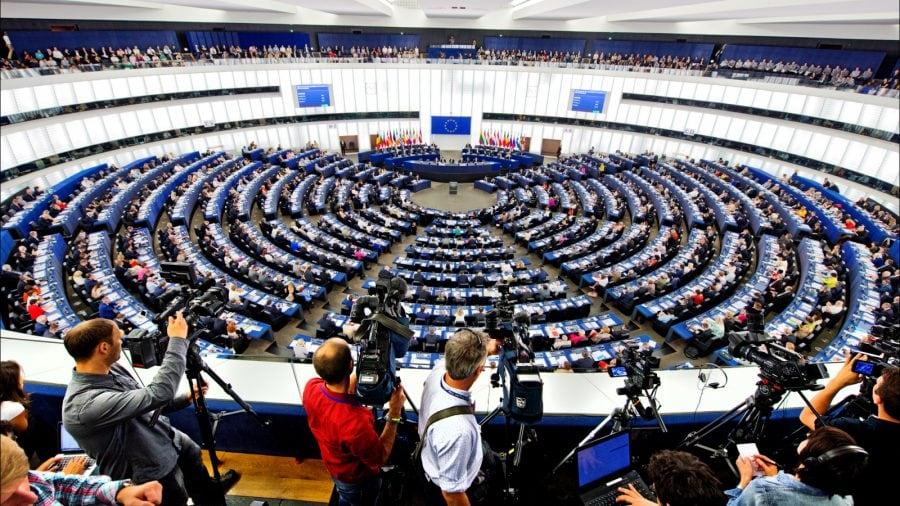 Ei sunt europarlamentarii români care au votat pentru ca `bărbații să poată naște` și ca avortul să fie un `drept fundamental al omului`