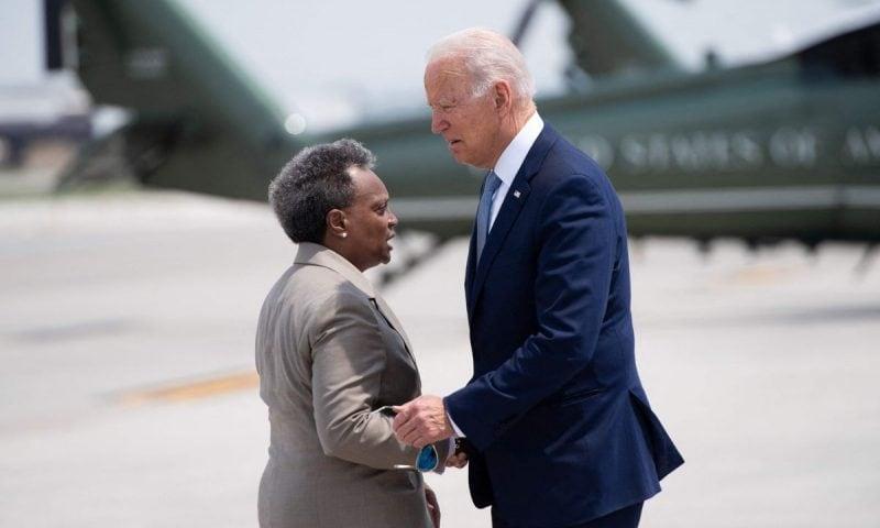IPOCRIZIE: După ce a refuzat ajutorul lui Trump, Lightfoot îi cere lui Biden să trimită trupe federale în Chicago