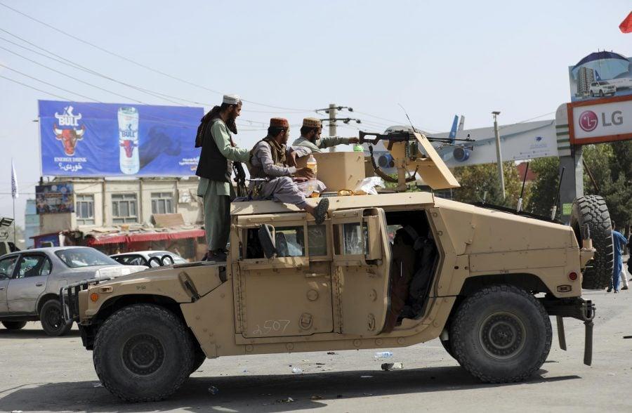 Talibanii confiscă echipament militar american de miliarde de dolari