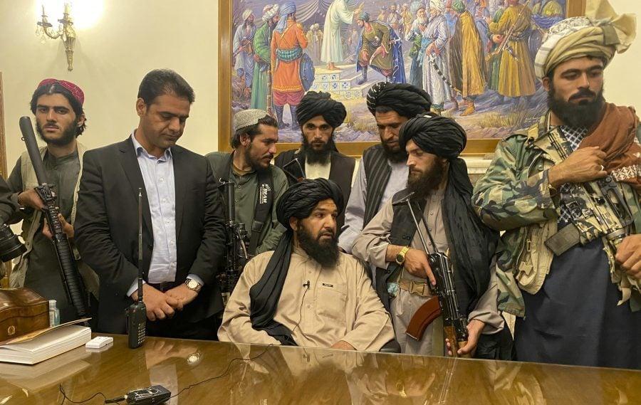 Cine sunt talibanii și cum au cucerit ei Afganistanul?