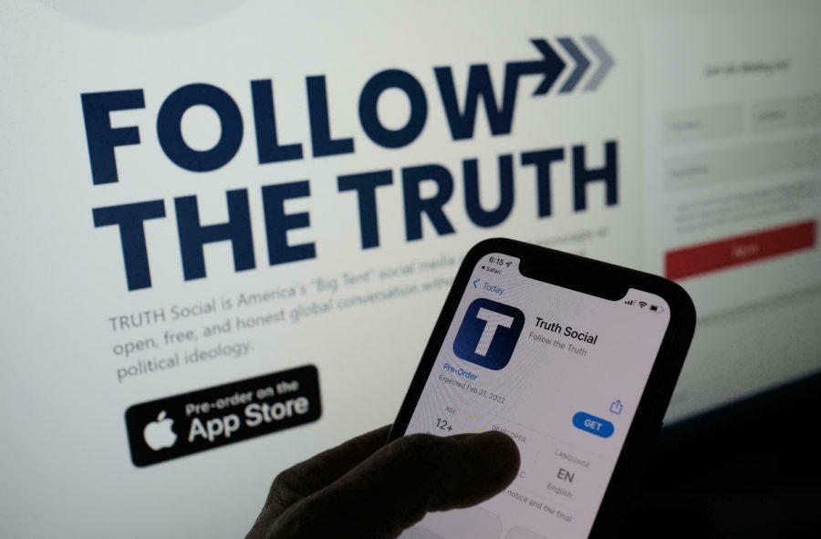 Donald Trump anunță lansarea propriei reţele sociale