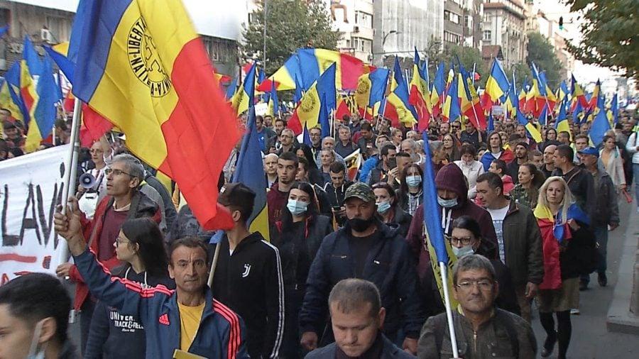 Mii de persoane au manifestat în România împotriva restricțiilor guvernamentale