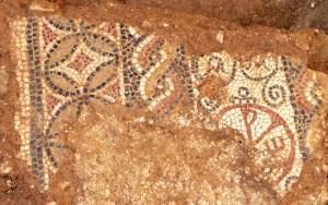 Mosaic corresponent a la lauda amb crismó trobada a els Prats de Rei. Fotografia: Ramon Ten