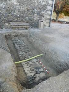 Mur perimetral occidental del fórum. Fotografia: Jordi Guàrdia Felip.