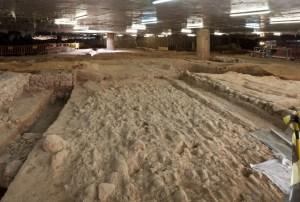 Vista de la intervenció al subsòl del mercat de Sant Antoni, Barcelona