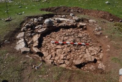 Imatge de l'estructura circular identificada amb el paviment corresponent