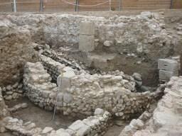 6. Vista frontal construcció absidal segle VI