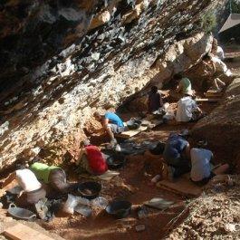 Vista durant el procés d'excavació de l'Abric Pizarro (Vilamajor, Àger)