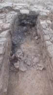 Detall de tenalles de ceràmica ibèrica esclafades in situ, a l'assentament ibèric del Coll del Moro de Gandesa (Terra Alta)