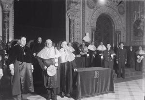 El rector de la Universitat Autònoma de Barcelona Pere Bosch Gimpera a l'esquerra i al costat de J. Puig i Cadafalch en l'acte dels seu nomenament doctor honoris causa el dia 3 de maig de 1934