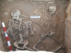 Enterrament doble dins la Cista Neolítica de Lladurs