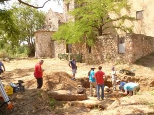 Vista de les excavacions a l'església de Sant Pau de Riu-sec.