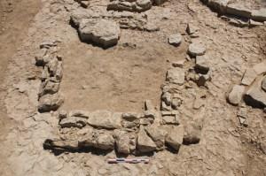 Detall del túmul TU-21 en curs d'excavació