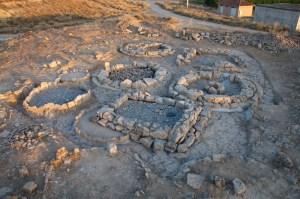 Vista general dels túmuls intervinguts en procés de consolidació i restauració