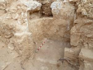 4. Detall de la garita del cos de guardia de la porta que separava els dos recintes del fortí del segle XVII documentada sota el terraplè d'un dels semibaluards del castell del segle XVIII