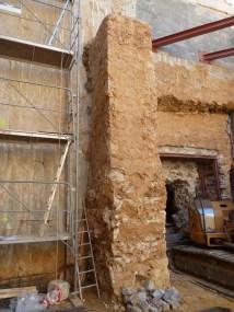 5: Vista del contrafort interior d'una de les sales soterrades sota el baluard de Sant Carles.