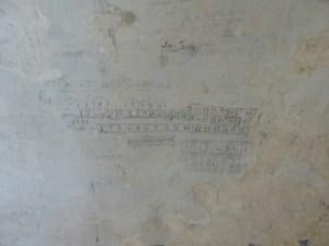 14. Detall d'un dels grafits, representant un calendari, dels apareguts en els calabossos del castell. Foto: Oriol Achón (Catarqueòlegs)