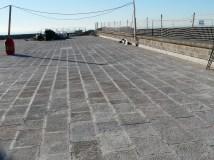 7. Detall del paviment de carreus de la terrassa de l'edifici central del castell