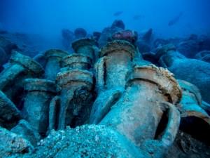 12. Vista d'àmfores del jaciment d'Illes Formigues. Fotografia: CASC