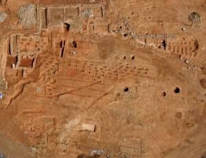 Vista aèria de les restes arqueològiques del celler de Vallmora de l'any 2014. Fotografia Antoni Martín