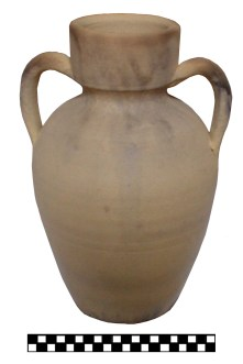 2. Petita àmfora moderna utilitzada per contenir vi