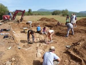 Treballs inicials al jaciment de la vil·la romana de Can Ring. durant la campanya del 2017. Fotografia: GRAPE