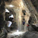 3. Imatge de l'interior de la cavitat amb les excavacions en curs. Imatge: Ramon Álvarez.