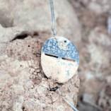 8. Placa d'identificació que duia un dels soldats rebels enterrats al Soleràs. Fotografia: Iltirta Arqueologia