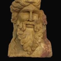 7. Herma amb l'efígie de Bacus, treballada sobre marbre giallo antico. Fotografia: Iñaki Moreno