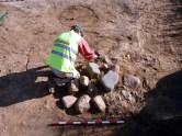 8-Excavació d'una sitja alt medieval reblerta de pedres del s. X-XI (autor: Jordi Roig-Arrago, 2015).