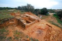 Nord-oest del conjunt de l'edifici de les restes del poblat indígena fortificat
