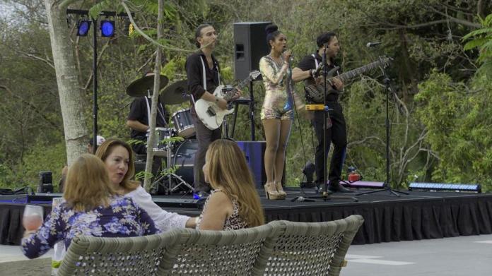 Musicians in Tierra Luna