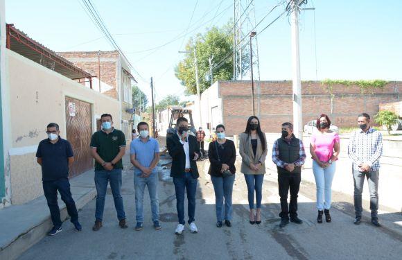 Barrio del Carmen contará con nueva calle rehabilitada, Tecutli Gómez da inicio obra en calle Las Reas