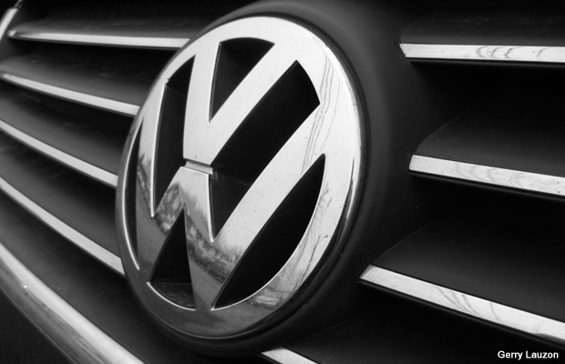 20111206-volkswagen-badge