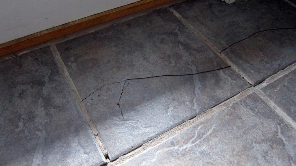 how to replace a broken floor tile