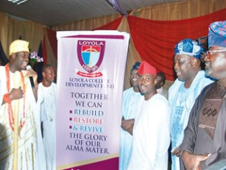 The Ooni of Ife, Oba Adeyeye Ogunwusi (left); National President, Loyola College Old Boys Association (LOCOBA), Dr B. G. K. Ajayi (fourth right); Dr Akintunde Akinyemi (second right) and other LOCOBA members, during the unveiling of the association's development fund, held at the Premier Hotel, Ibadan, on Saturday. PHOTO: YEMI FUNSO-OKE.