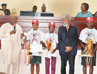 From left, Ogun State governor, Senator Ibikunle Amosun; Miss Adedoyin Sotonwa of May Flower Secondary School, Ikenne (second position); Master Friday Zacheaus of Adeola Odutola College, Ijebu Ode (third position); Nobel Laureate, Professor Wole Soyinka and Miss Naomi Akinremi of St. Peter College, Olomore, Abeokuta (first position), at the grand finale of the Wole Soyinka International Cultural Exchange programme, held at Obas Complex, Oke-Mosan, Abeokuta, on Thursday.