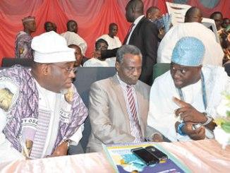 From right, the Ooni of Ife, Oba Enitan Ogunwusi; acting Vice Chancellor, Obafemi Awolowo University (OAU), Professor Anthony Elujoba and Prince Tokunbo Sijuwade, during the one year celebration of the demise of Oba Sijuwade. PHOTOS: D' TOYIN