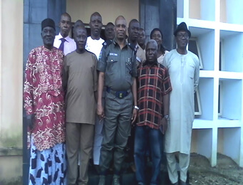 Warri Area Commander, ACP Mohammed Muazu with leaders of Agbassa and Ogbe-Ijoh communities after the brokered truce on Tuesday. PHOTOS: EBENEZER ADUROKIYA.