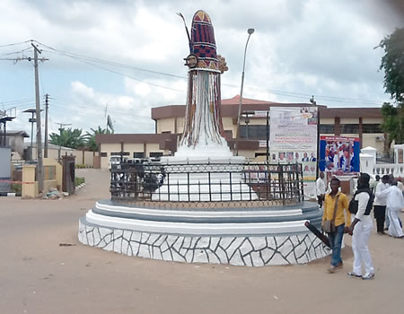 The newly constructed statue of Are sacred crown beside Enuwa Square in Ile-Ife
