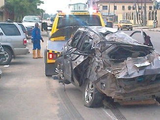 The car involved in a lone accident on Iddo Bridge being towed on Sunday. PHOTO: SYLVESTER OKORUWA