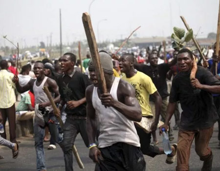 trapped, hoodlums, Abuja, Two killed by suspected cultists, hoodlums,#EndSARS, Protesters, hoodlums, Hoodlums injure task force