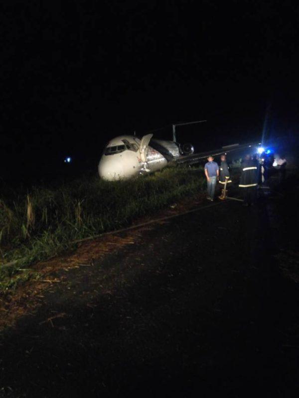Airport officials at the scene of Dana plane near crash e1519161263610